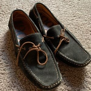 1901 Navy boat loafers. Cool strings and suede!